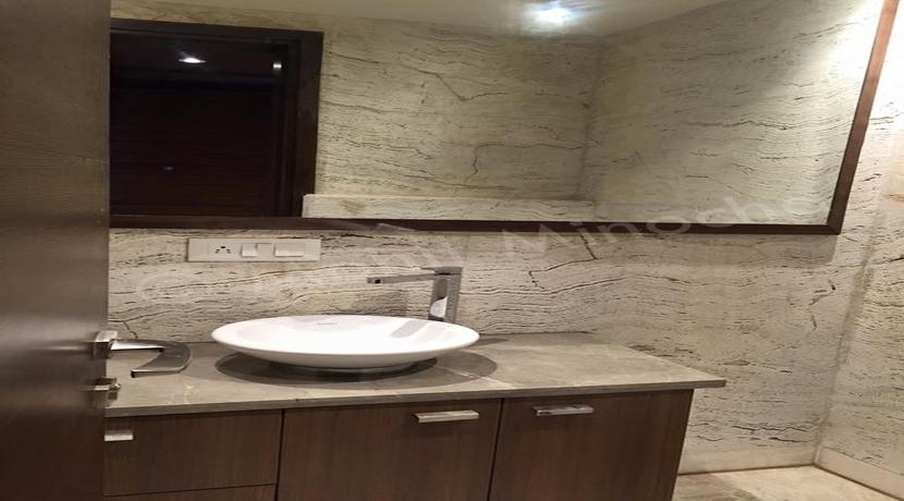 bathroom 14 apr 16 (67)
