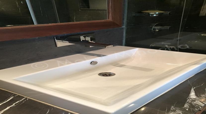bathroom 14 apr 16 (68)