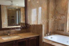 bathroom 14 apr 16 (9)