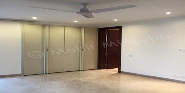 bedroom 14 apr 16 (134)