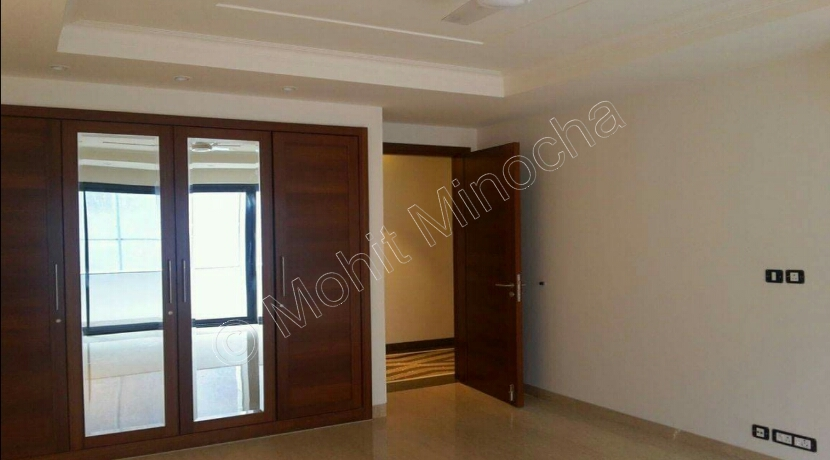 Property in Jor Bagh, 375 Yards Park Facing First Floor, 3 Bedrooms