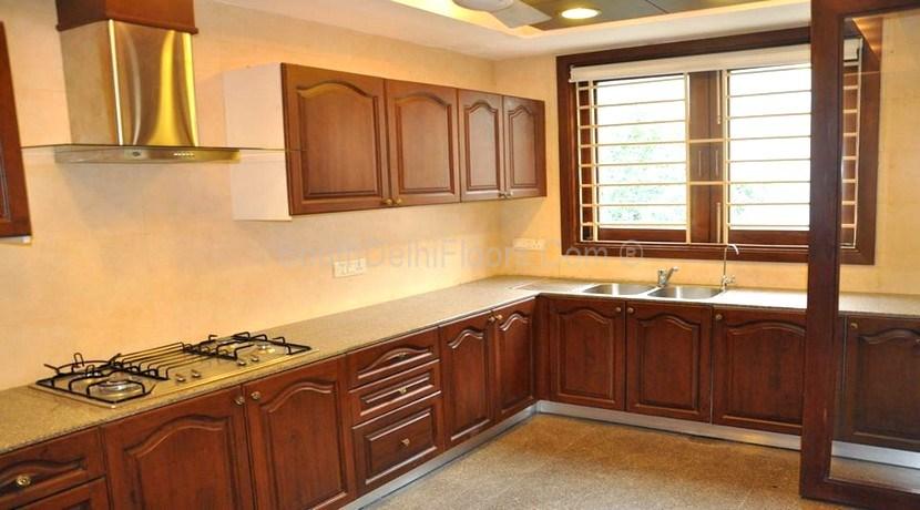 320 Yards Second Floor in Lajpat Nagar-3, Seprate Driveway for 4 Cars