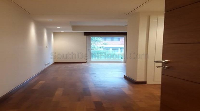Flat for Sale in Green Park, 340 Yards Ready to Move 1st Floor